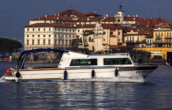 The perfect idea to end your day on lake Maggiore by visiting the Borromean islands.
